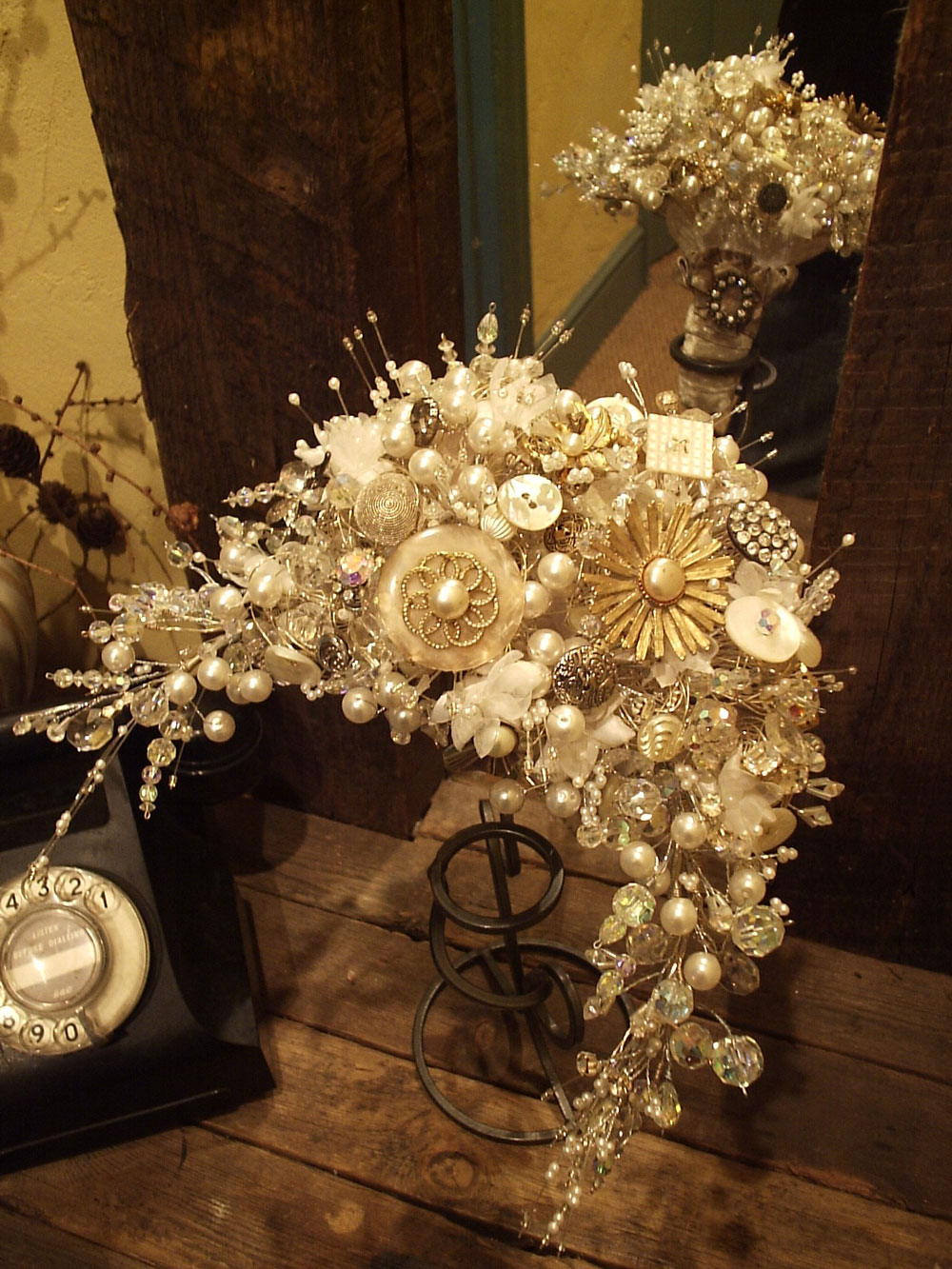 Future heirlooms by vintage magpie real wedding for Crescent bouquet