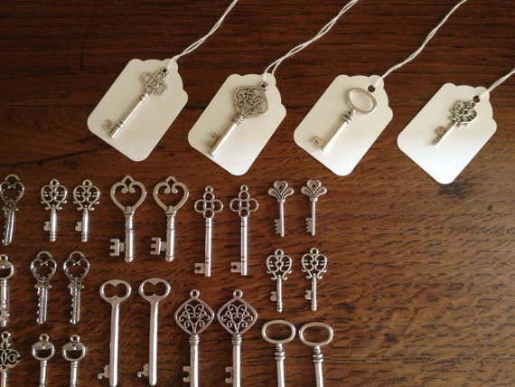 Skeleton key Set Wedding favour under £1 each realwedding.co.uk