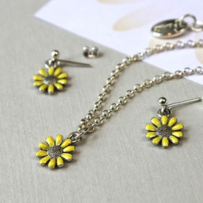 normal_bridesmaids-yellow-flower-gift-set