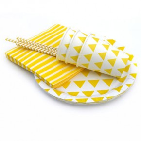 normal_yellow-triangle-party-tableware-set