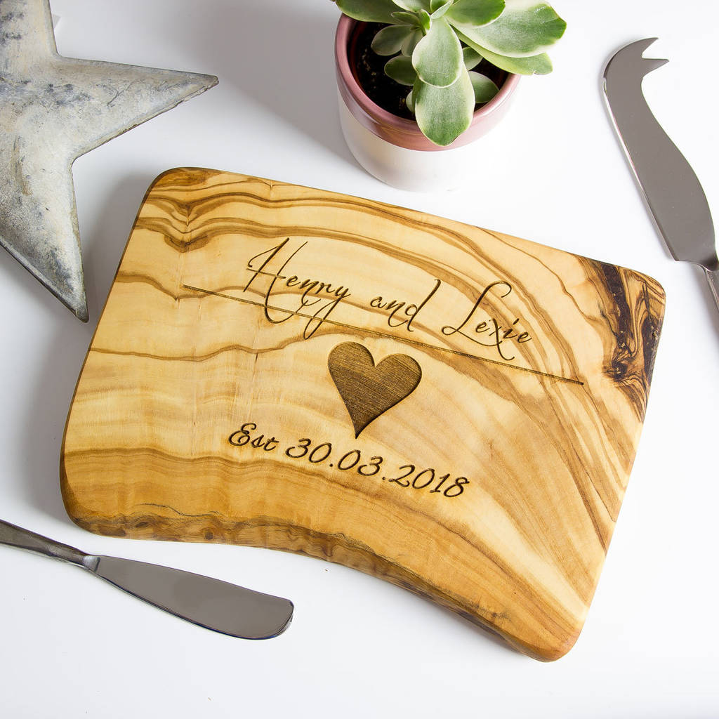 Unusual & Personalised Wedding Favour Ideas l Olive Wood Chopping or Cheese Board