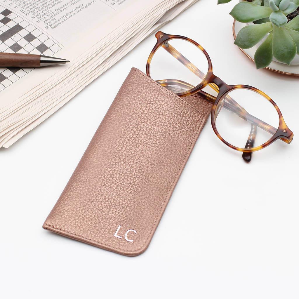Unusual & Personalised Wedding Favour Ideas l Luxury Leather Monogram Initials Glasses Case