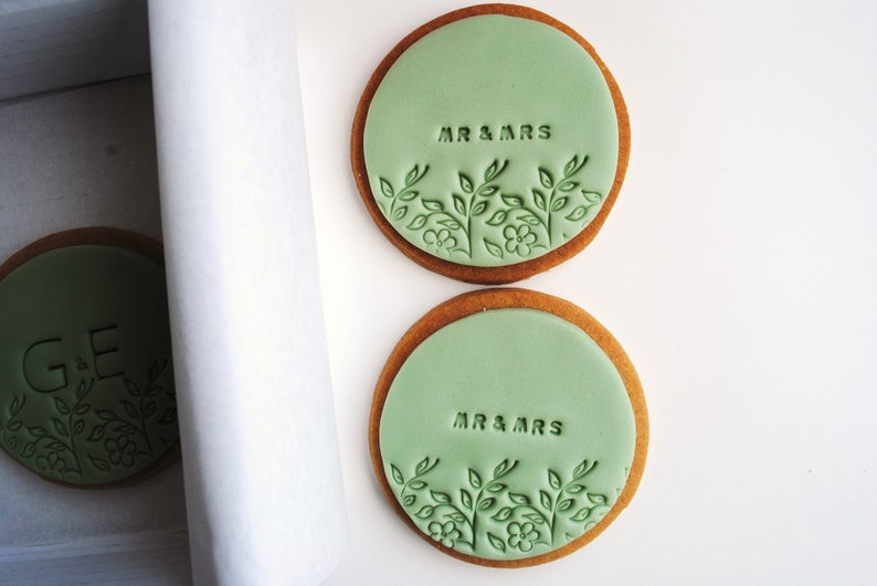 Unusual & Personalised Wedding Favour Ideas l Wedding Biscuits
