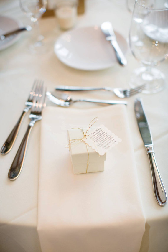Labels wedding favours | Cheap wedding favours under £1 | realwedding.co.uk