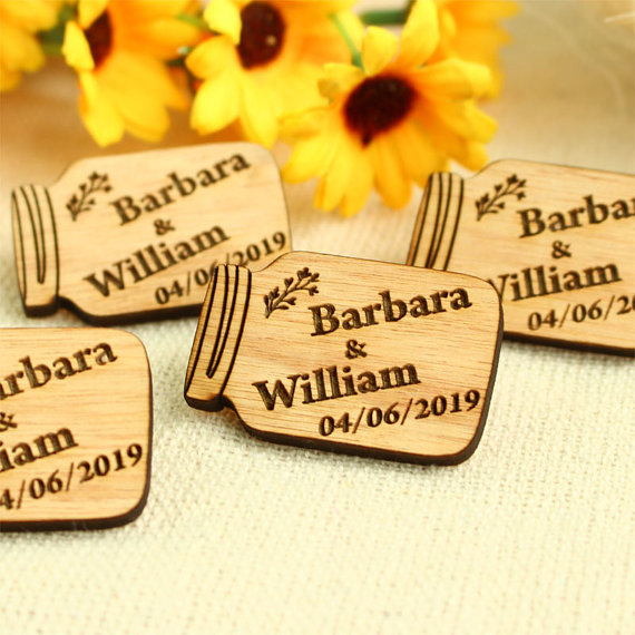 Mason jar tags wedding favours | Cheap wedding favours under £1 | realwedding.co.uk
