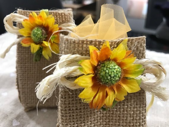 Sunflower confetti bags wedding favours | Cheap wedding favours under £1 | realwedding.co.uk