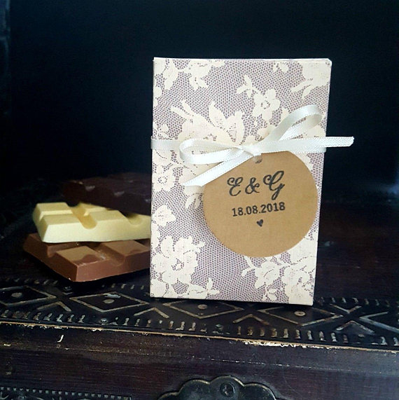 Pretty Lace Design Wedding Favour Box