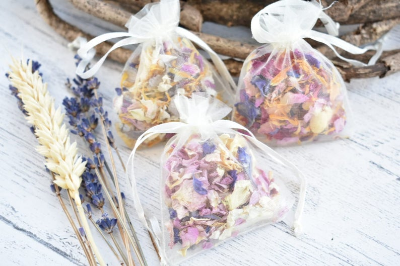 Biodegradable Wedding Confetti l realwedding.co.uk | 57 Wedding Favour Ideas Under £1 |