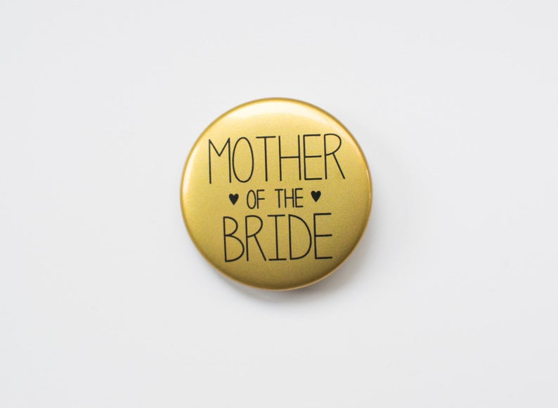 Mother of the Bride Badge l realwedding.co.uk | 57 Wedding Favour Ideas Under £1 |