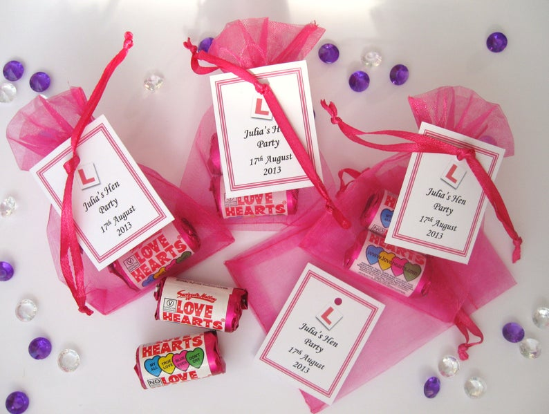Love Heart Sweets in Organze Bags l realwedding.co.uk | 57 Wedding Favour Ideas Under £1 |