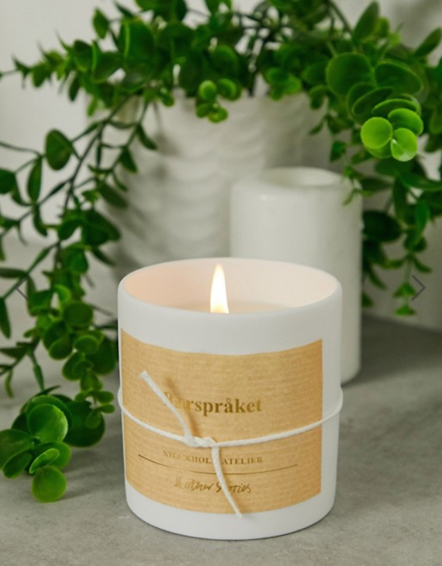 & Other Stories Stockholm Atelier Scented Candle in Burspraket